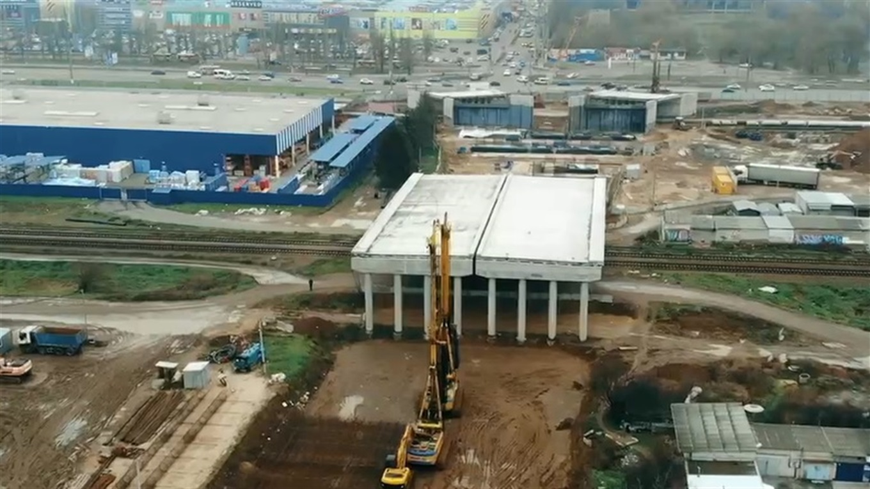 Херсонський мостоперехід вже бетонують: дивіться на відео, як це відбувається